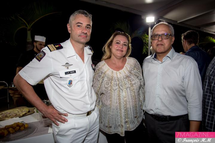 Colonel Jean-Vincent Berte, commandant du RSMA-R, Corinne Gilly de Réunion Compétences, et Didier Fauchard