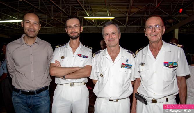 Laurent Dindar, cadre au Conseil Régional, capitaine de vaisseau Yann Briand, commandant la frégate de surveillance «Nivôse», lieutenant-colonel François Monard, et Bernard Salva