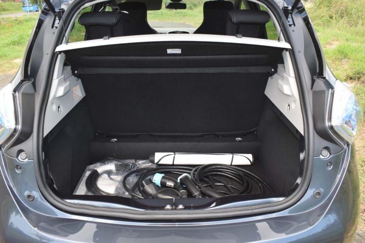 Les câbles de recharge sont livrés avec l'auto