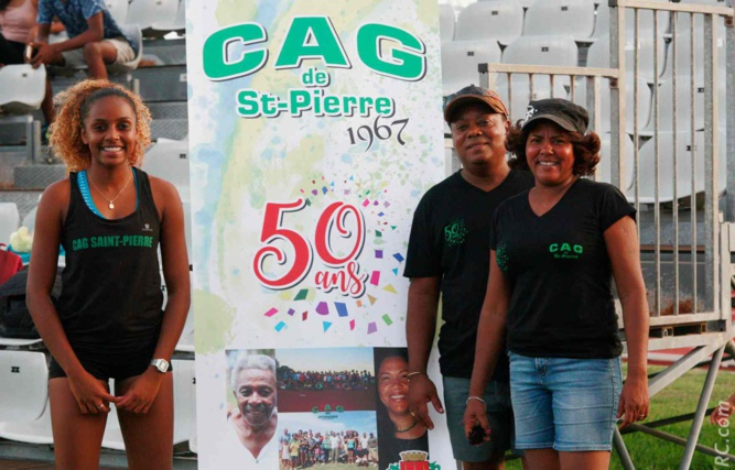 Papa et maman Andichy encouragent la fille Sergine Andichy sprinteuse de talent du CAG