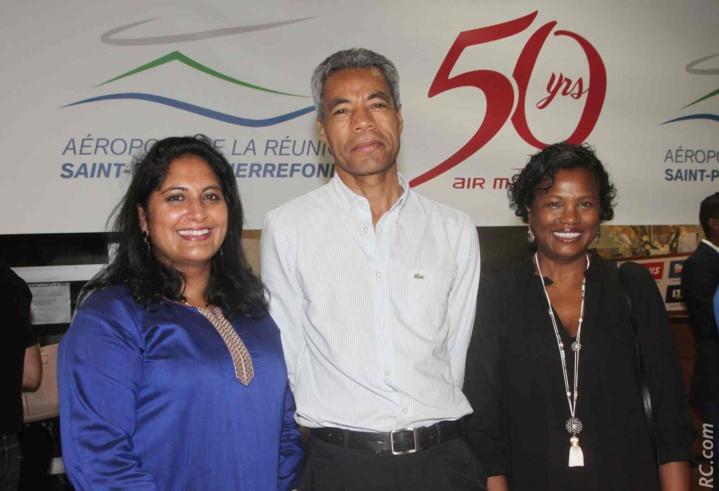 Hermann Rifosta, adjoint au maire de Saint-Pierre, et des invitées