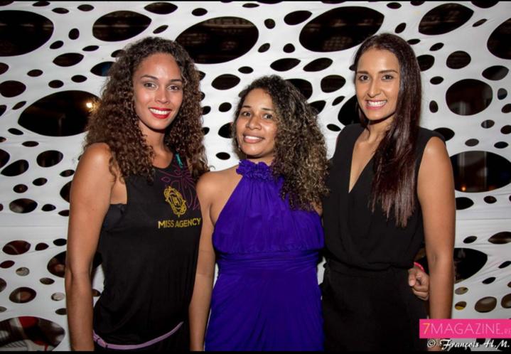 Florence Arginthe, Miss Réunion 2010, et Raïssa Boyer, Miss Réunion 2006, avec une invitée pour une photo-souvenir...
