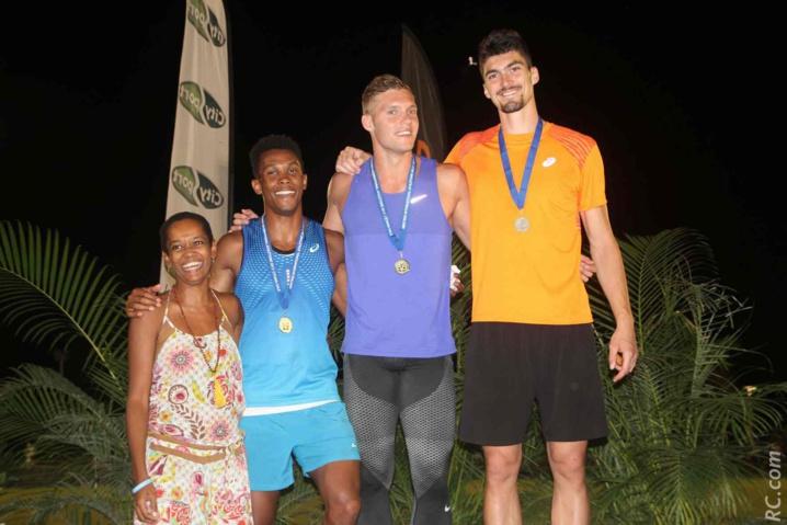 Odile Singa avec les trois premiers de la hauteur remportée par Kevin Meyer