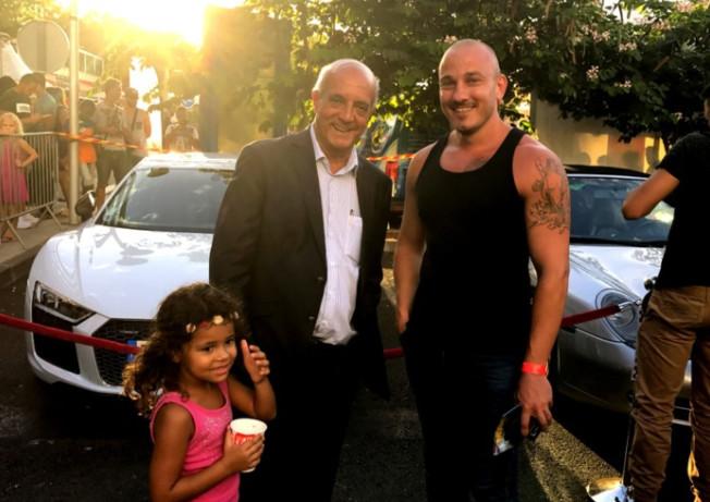 Un sosie de Vin Diesel a posé pour les photographes en compagnie d'Yves Ethève