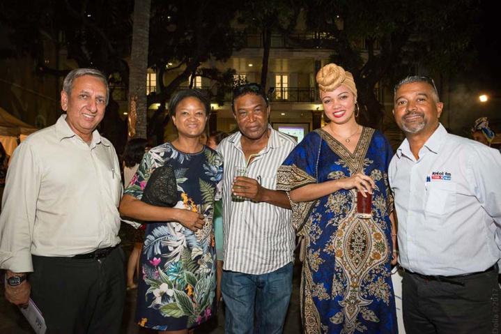 Aziz Patel de 7Mag.re, Bernadette Honoré de l'Office du Tourisme des Seychelles, Jean-Claude Darsoulant de Télé Kréol, Emilie Lauret des Iles Vanille, et Thierry Araye de Télé Kréol