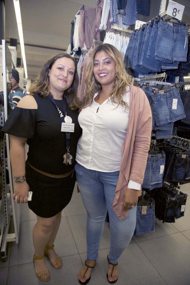 Huguette, responsable du magasin, et Emmanuelle