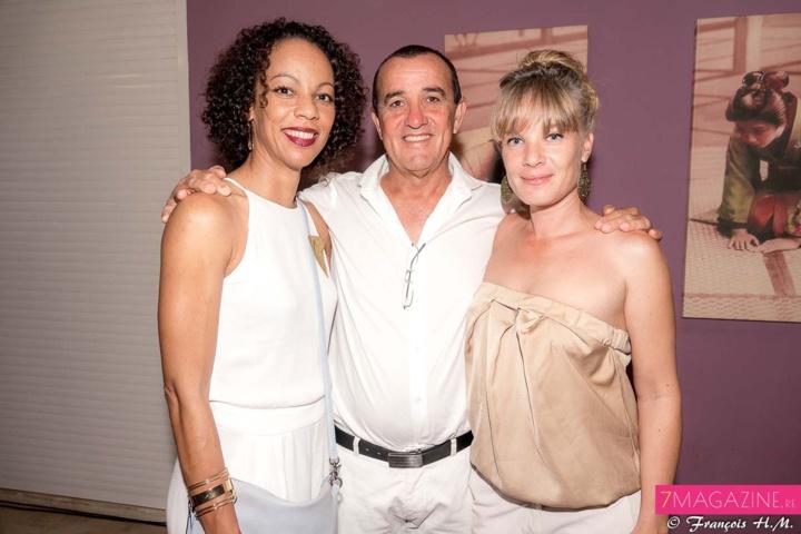 Jean-Marie Hoarau, président du Golf Bassin Bleu, entouré de son épouse Karine et de Aurélie Baude, directrice d'exploitation du Golf Bassin Bleu