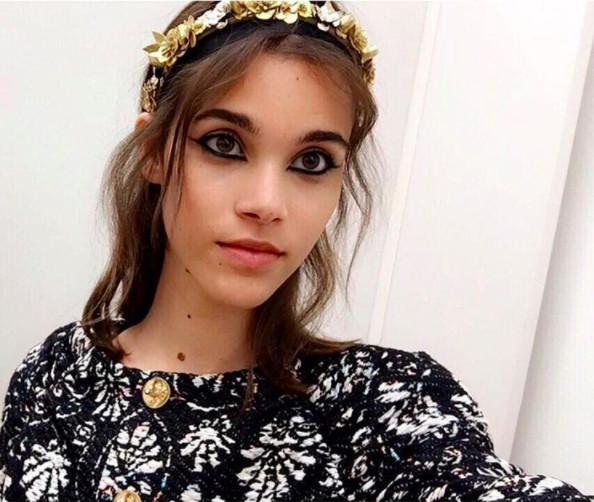 Pauline Hoarau, très grecque chez Chanel
