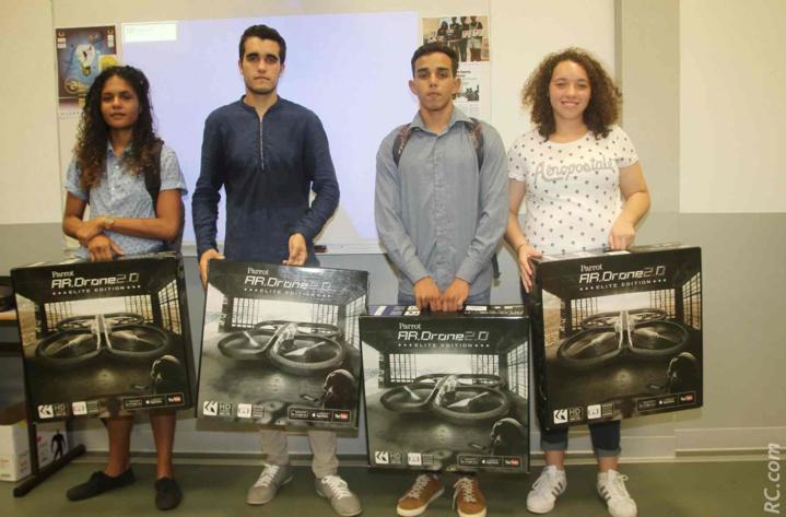Léa Tessier (Prépa ATS), Cédric Clavier (TS4), Mathilde Gonneau (302 Collège de la Chatoire) et Julien Rodriguez (TEE) ont reçu chacun un drone. Ça plane pour eux...