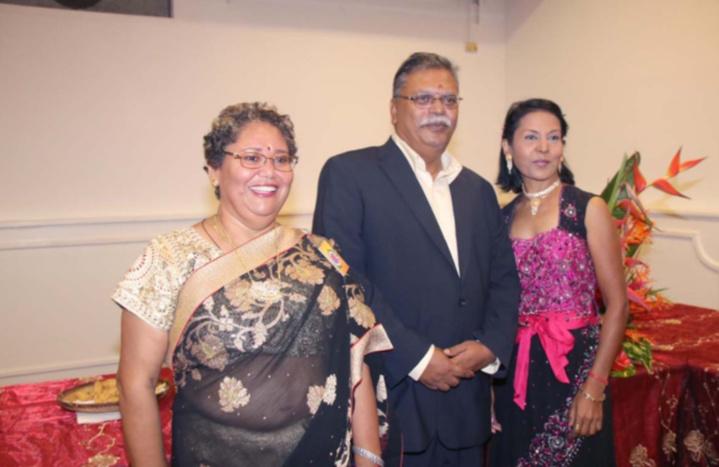 Selvam Chanemougame avec Nathalie Poungavanom Irissin, et une invitée