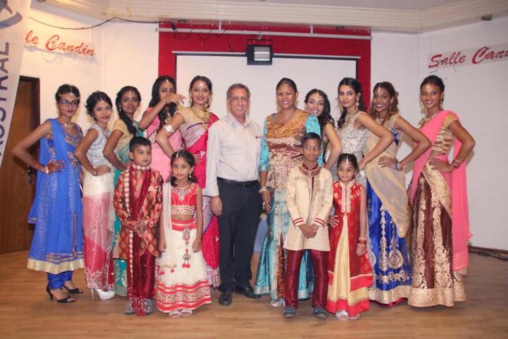 Les mannequins du défilé avec Aziz Patel