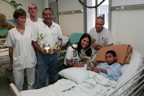 Delphine Courteaud a rendu visite aux enfants alités de l'Hôpital Gabriel Martin de Saint-Paul, un vrai moment de joie pour ces enfants
