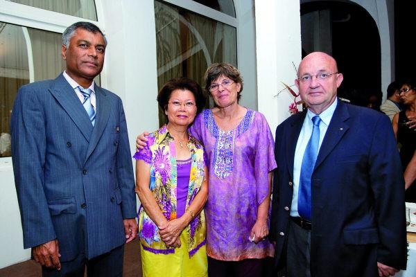 Le Président du Rotary Club de la Montagne, Jean-Marie Catapoullé avec Myriam Ah-Soune, Jacqueline Albertini et son mari Loïc, secrétaire du Club