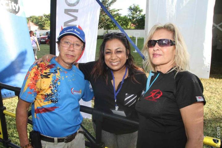 Natacha Mudhoo du parc Casela, entourée de Roland et Marlène Chane See Chu
