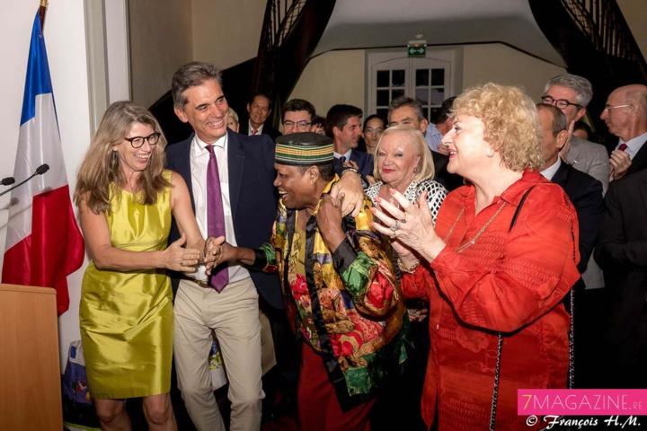 Moments de rires avec Françoise Guimbert, Madame Aude et Carmen Allié, avant quelques pas de maloya!