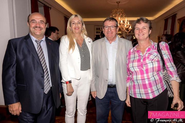Philippe Doki-Thonon, directeur de la brasserie Roland Garros, Evelyne Charlanes, consule honoraire de Norvège à La Réunion, Dominique Fournel, vice-président de la Région, et Lisianne Doki-Thonon