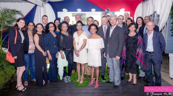 L'équipe Engen Réunion et les directeurs d'Engen Petroleum Ltd