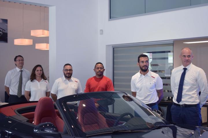 Marc Bergeretti, directeur de la partie automobile du Groupe Caillé, et l'équipe Porsche Réunion: Audrey Rudaz (réception clients), Etienne Técher (responsable garantie), Bruno Latouche (technicien), Joël Mosdine (chef du SAV), et Bertrand Chartier (directeur)