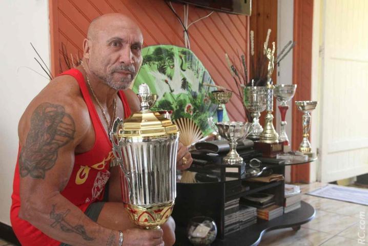 Une belle collection de trophées durant ces 30 années de culturisme