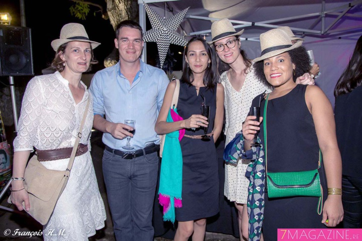 Isabelle Razaire, directrice Média Nautilus Médiarsenal, Tahnee Hoarau, ancienne collaboratrice Nautilus, son mari Nicolas, Alexia Lazarre, chef de publicité, et Cécile Biron, conceptrice rédactrice Nautilus Réunion