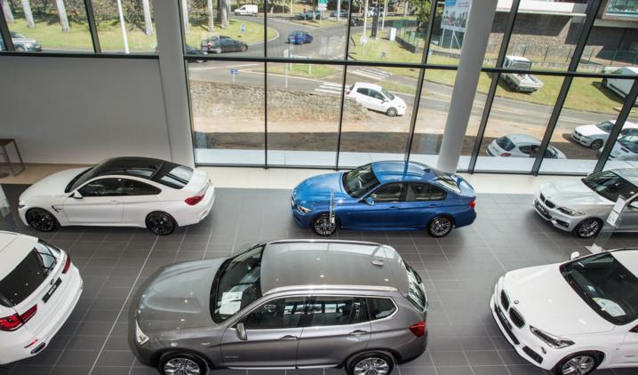 Le show-room d'exposition de BMW peut contenir 12 véhicules