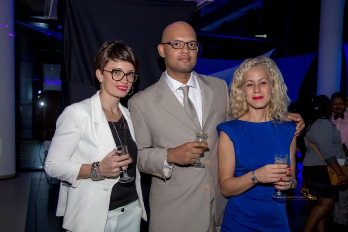 Marie Pourbaix (à droite), déléguée marketing Leal Réunion, et des invités
