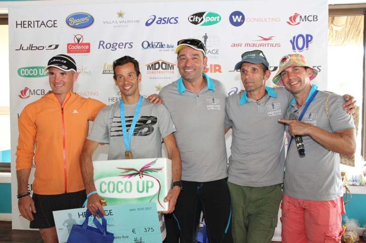 Les principaux acteurs au niveau de l'organisation du Trail Heritage: Simon Desveaux, Ludovic Collet, Eric Lacroix et Jérôme Désiré, qui félicitent le grand vainqueur de la journée, Cédric Flereuton