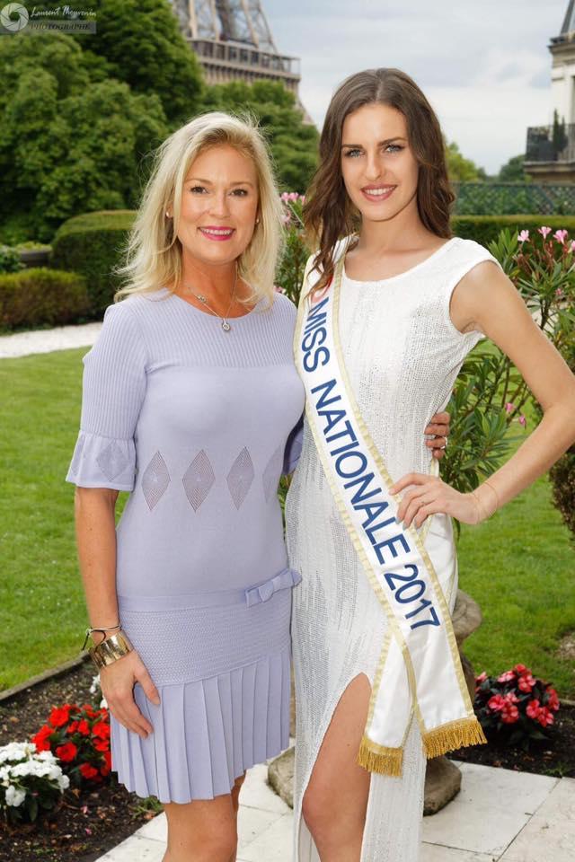 """Anaelle BAGOT « MISS NATIONALE 2017 » en compagnie d'Elsa MAWART élue """"MISS FRANCE 1996"""" par le « COMITE MISS FRANCE » historique et actuellement Vice-Présidente du « COMITE MISS NATIONALE »."""