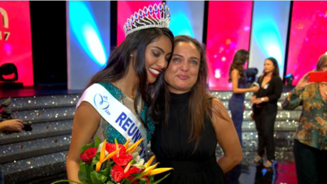 La mère de Miss Réunion émue aux larmes