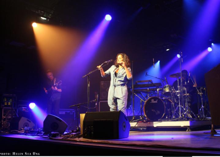 Maya Kamaty et sa présence envoûtante sur scène...