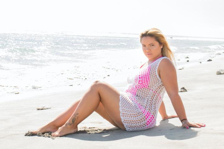 Kelly Hoarau, une blonde pulpeuse qui s'assume