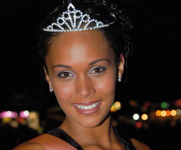 Florence Arginthe, 18 ans, 1,75 m a été élue Miss St-Joseph 2009