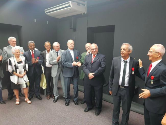 Raoul Lucas entouré de plusieurs autres décorés de la Légion d'Honneur qui avaient tenu à être présents pour sa remise de décoration