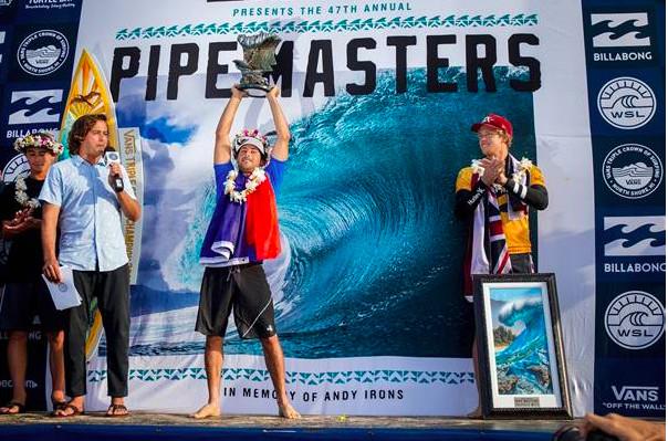 Le Réunionnais Jérémy Flores remporte le mythique Pipe Master's d'Hawaii