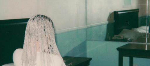Kim Kardashian nue pour présenter sa nouvelle coupe