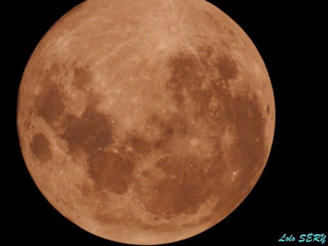 """[VIDÉO] Retour en images sur la """"super Lune bleue de sang"""" à La Réunion"""