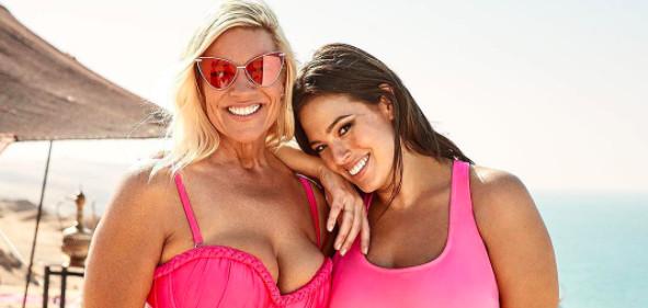 Ashley Graham, la top XXL pose avec sa mère