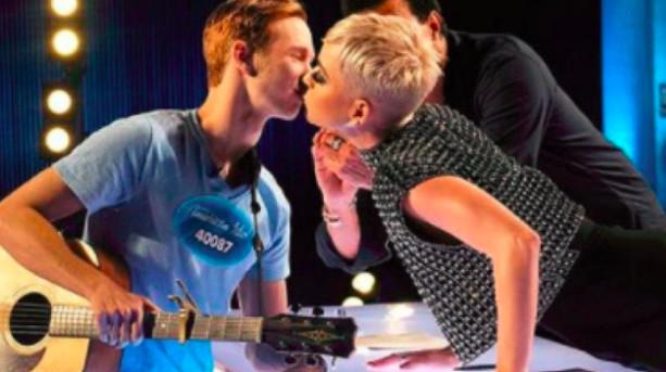 Polémique autour du baiser à un candidat de Katy Perry