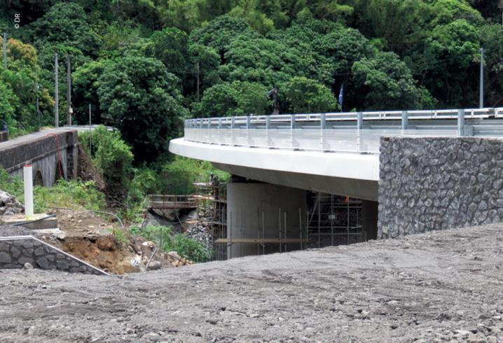 Nouveau pont pour la Ravine des Orangers