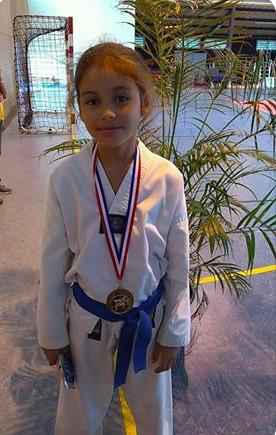 Melodie la petite championne de Taekwondo