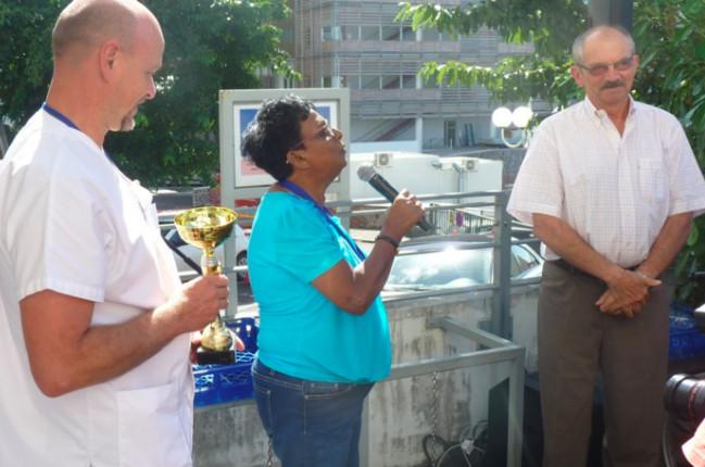 Nicole, entourée du professeur Vacher-Coponat et du docteur Genin