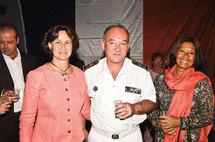 Le vice-amiral reçoit à bord...