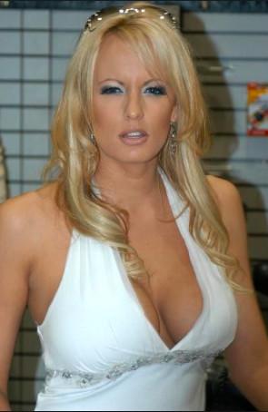 L'actrice porno va raconter sa liaison avec Donald Trump dans un livre