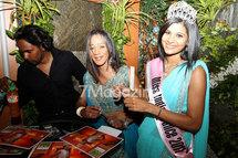 Miss India France: Dédicaces au Salon