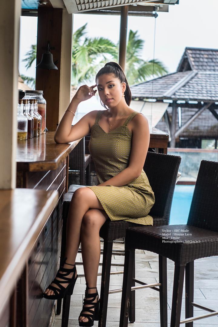 Shayna : gendarme ou hôtesse de l'air ?