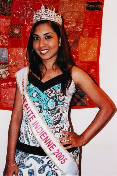 En 2005, elle est élue Miss Beauté Indienne