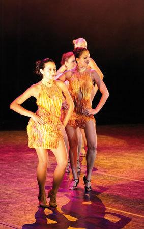 Véro Danse, Un 14ème anniversaire en «Plumes et Paillettes»