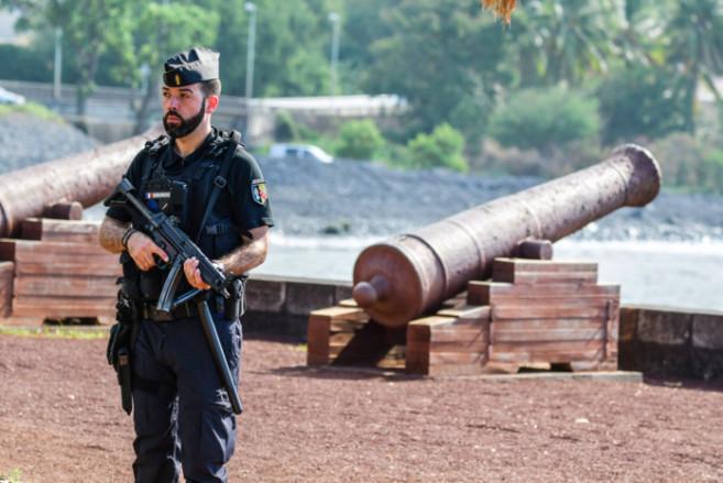📷 Un chef lieu en état de siège à La Réunion