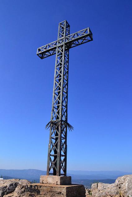 Christianophobie: une croix de 900kgs découpée au chalumeau