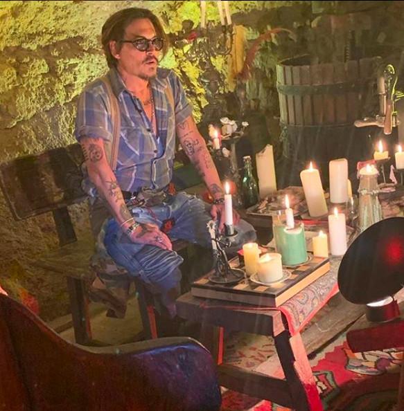 Johnny Depp a initié Lily Rose à la marijuana à 13 ans !